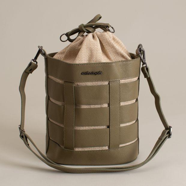 Bolsa-saco-couro-entrelacado---U